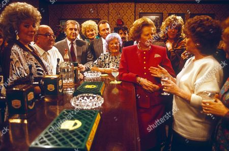 MARGARET THATCHER MEETING CAST OF CORONATION STREET IN THE ROVERS RETURN DURING TOUR OF GRANADA TELEVISION STUDIOS, BRITAIN
