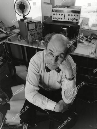 Professor Heinz Wolff In His Tempory Laboratory At The Department Of Bio Engineering At Brunel Univerrsity Uxbridge Middlesex