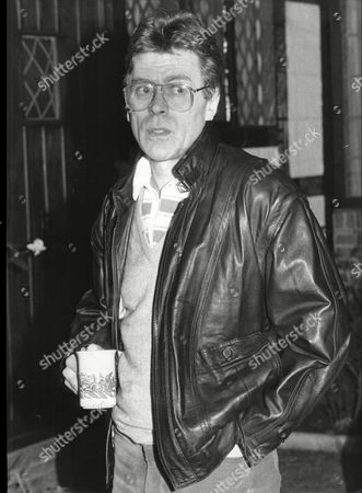 Mike Yarwood Impersonator At Home In Surrey 1988.