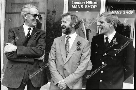 Stan Mcmurtry (cartoonist 'mac' Of The Daily Mail) With Gordon Wilson (daughter Killed In Enniskillen Bombing) And Pc Coombs At Men Of The Year Luncheon.