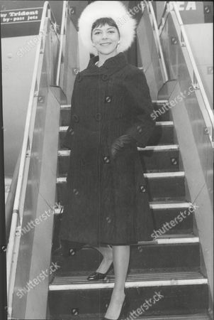 Dorothy Tutin Actress Leaving By Air For Rome To Perform Shakespeare For The Pope 1964.
