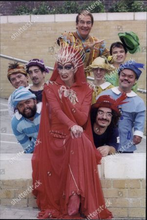 Marti Caine (died (11/95) Red Queen In Pantomime Snow White And The Seven Dwarves With Co-stars Ted Rogers And The Dwarves - 1995