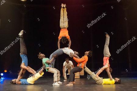 The troupe's members are: Mamady Camara, Abdoulaye Keita, Francois Leno, N'Famoussa Soumah, Mamady Soumah, Aboubackar Camara, Philip Diallo, Nabi Youla, Fatou Sylla, Regis Truchy