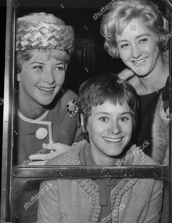Actresses June Thorburn Rita Tushingham And Liz Frazer Leave Kings Cross Today For A Variety Club