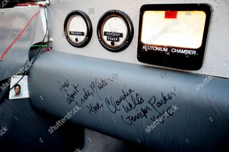 The signature of Claudia Wells who played Jennifer in the film written on the passenger side of Brian O'Neill's replica Delorean