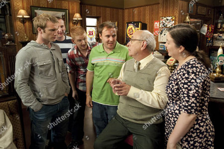 Norris Cole [Malcolm Hebden] tells Tommy Duckworth [Chris Fountain], Tyrone Dobbs [Alan Halsall], Kirk Sutherland [Andrew Whyment] and Gary Windass [Mikey North] about finding the hoodlum in the fridge and him being sent back to prison for breaching his parole. They boys buy him a drink.