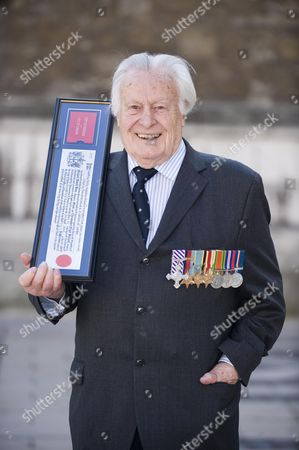 Squadron Leader Geoffrey Wellum Dfc The Youngest Spitfire Pilot In The Battle Of Britain Receives The Freedom Of The City Of London Today Picture By Glenn Copus
