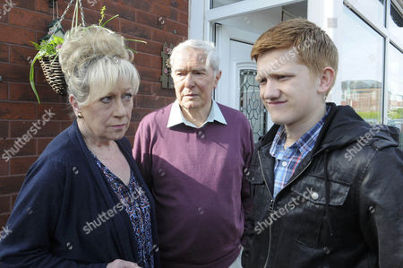 Chesney Battersby-Brown [Sam Aston] is introduced to Dorothy Hoyle [Jean Fergusson] and Alan Hoyle [John Woodvine], pretending to be Colin Fishwick's brother.