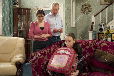 Faye [Ellie Leach] comes to the Windass' - Eddie Windass [Steve Huison], Anna Windass [Debbie Rush].