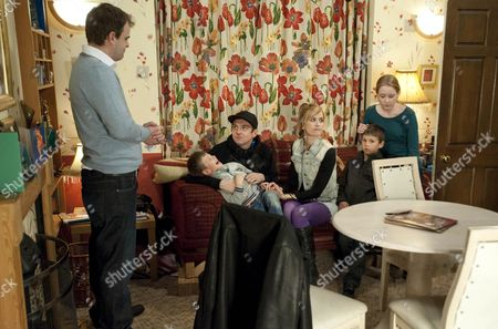 Becky McDonald [Katherine Kelly], Tina McIntyre [Michelle Keegan] and Graeme Proctor [Craig Gazey] advise Claire Peacock [Julia Haworth] to leave the Country.