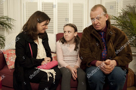 Eddie Windass [Steve Huison] and Anna Windass [Debbie Rush] meet Faye [Ellie Leach].