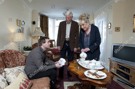 Alan Hoyle [John Woodvine] and Dorothy Hoyle [Jean Fergusson] find John Stape [Graeme Hawley] at their house trying to stuff money through their letter box.