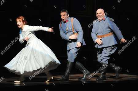 Patrizia Ciofi as Marie, Colin Lee as Tonia and Alan Opie as Sulpice