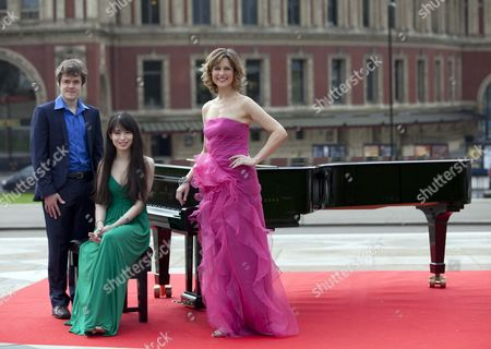 Katie Derham Launches The Bbc Proms 2011 With Young Pianists Alice Sara Ott And Benjamin Grosvenor At The Albert Hall.