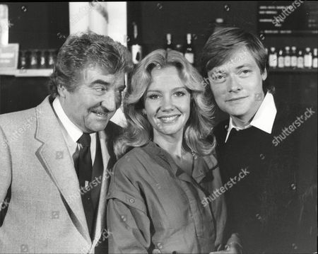L-r: Peter Adamson Hayley Mills And Simon Ward At Photocall For Theatrical Play 'dial M For Murder'.