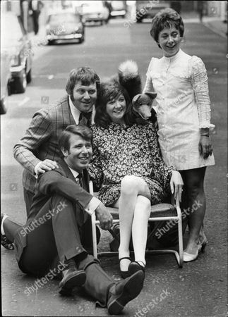 Photocall For The Pantomime Alladin At The London Palladium With Cilla Black Leslie Crowther Terry Scott Sheila Bernette And Basil Brush