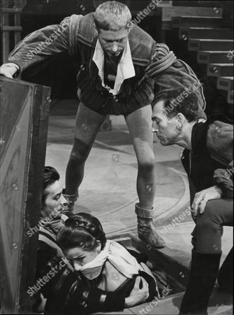 Theatrical Play 'tis Pity She's A Whore' - John Woodvine Patrick Crean Patience Collier And Ron Welling.