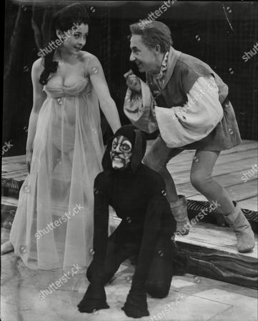 Theatrical Play 'the Witch Of Edmonton' - Mary Denison Melvyn Hayes And Timothy Bateson.