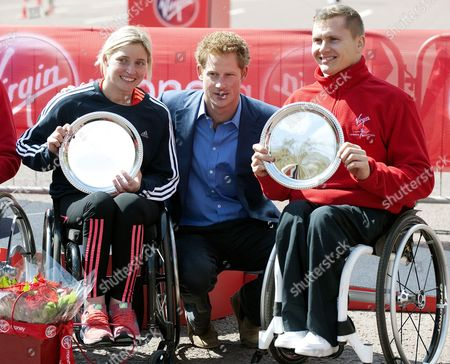 Prince Harry with women's wheelchair winner Shelly Woods and men's wheelchair winner David Weir