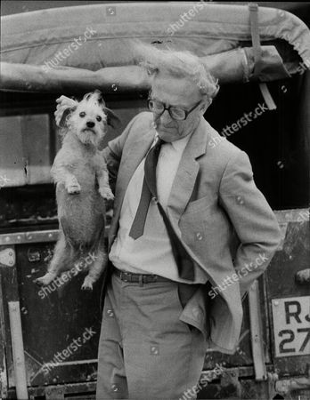 6th Baron Carrington Of Upton Lord Carrington Pictured With William The Dog On His Farm Peter Alexander Rupert Carington 6th Baron Carrington Kg Gcmg Ch Mc Pc Dl (born 6 June 1919) Is A British Conservative Politician. He Served As British Foreign Secretary Between 1979 And 1982 And As The Sixth Secretary General Of Nato From 1984 To 1988. He Is The Last Surviving Member Of The Cabinets Of Both Harold Macmillan And Sir Alec Douglas-home. Following The House Of Lords Act 1999 Which Removed The Automatic Right Of Hereditary Peers To Sit In The House Of Lords Carington Was Created A Life Peer As Baron Carington Of Upton Of Upton In The County Of Nottinghamshire To Enable Him To Continue To Sit There.