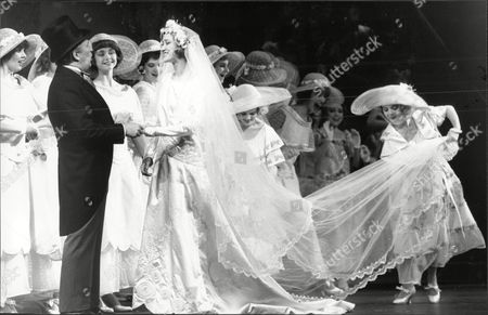 Theatrical Musicals Ziegfeld Hayden Gwynne Who Plays Billie Burke With Ziegfield (len Cariou) Showing The Marriage Scene