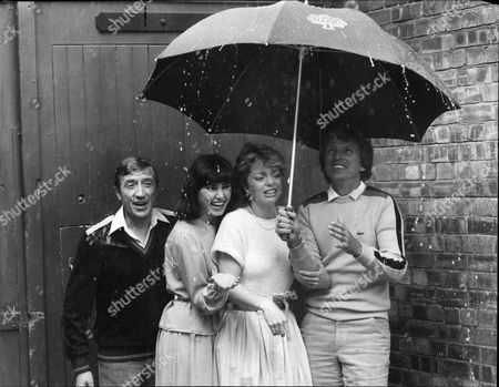 (l-r) Roy Castle Danielle Carson Sarah Payne And Tommy Steel Stars Of Theatrical Musical 'singin' In The Rain'.