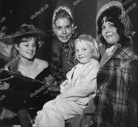 Cast From Theatrical Musical 'oliver!' Visiting Pendlebury Children's Hospital. 6-year-old Irene Downey With (l-r) Sylvia Jewesson Diana Irvine And Gill Moxon.