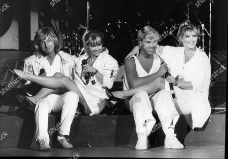 Bucks Fizz Pop Group Left To Right Bobby Gee Shelly Preston Mike Nolan And Cheryl Baker