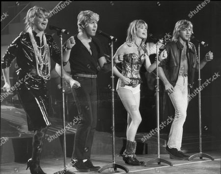 Buck Fizz L To R Cheryl Baker Mike Nolan Shelly Preston And Bobby Gee