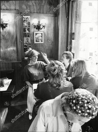 Holiday Guides 1986 Tour Guide Sara Barrett Points To Picture Of Fergie In Queens Snack Bar In George Street Where Sarah Ferguson Bought Her Sandwiches 'the Fergie Tour Guide'