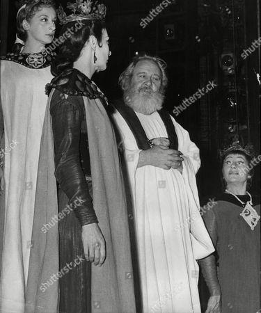 Thetrical Plays 'king Lear' L To R Stephanie Bidmead As Gonenil Zoe Cordwell As Cordelia Charles Laughton As King Lear And Angela Baddeley As Regan