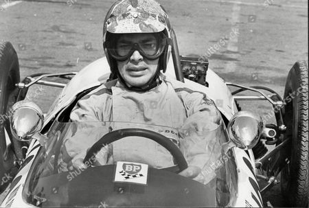 Engelbert Humperdinck Pictured Before Did Two Laps In A Formula Ford At Brands Hatch Kent