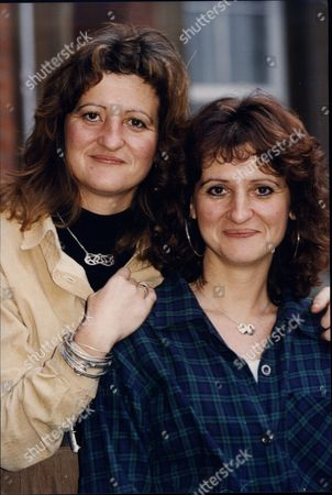 Jan Mackay Who Had Breast Cancer Here With Twin Sister Jenny Wilson Who Had Her Breasts Removed While Still Healthy As Precaution 1993.