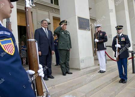 U.S. Defense Secretary Leon E. Panetta and Chinese Minister of National Defence General Liang Guanglie
