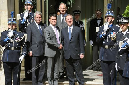 New Interior Minister Manuel Vals and outgoing Interior Minister Claude Gueant