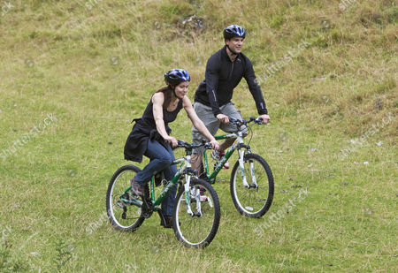Gethin Jones and Charlotte Uhlenbroek go Mountain biking in Yorkshires Peak District.