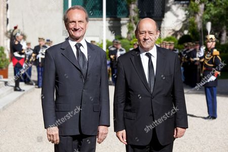 Outgoing Defence Minister Gerard Longuet and new Minister Jean-Yves Le Drian