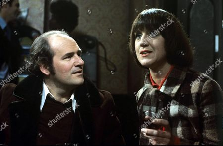 Tony Caunter as Trevor Tonks and Barbara Mitchell as Vi Tonks