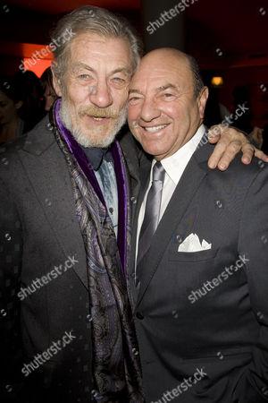 Ian McKellen (Estragon) and Arnold M Crook (Chairman, Theatre Royal Haymarket)