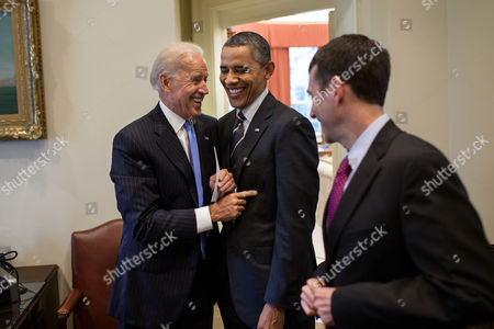 President Barack Obama talks with Vice President Joe Biden and Senior Advisor David Plouffe in the Outer Oval Office