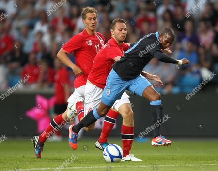 Ashley Young of England in action with Vadim Demidov and Morten Gamst Pedersen of Norway