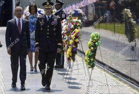 Barack Obama, Michelle Obama and Major General Michael Linnington