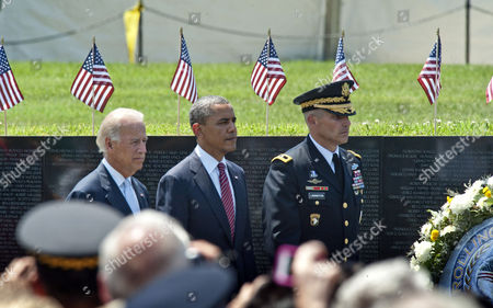 Vice President Joe Biden, President Barack Obama and Major General Michael Linnington