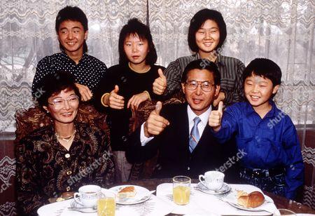 Susana Higuchi and Alberto Fujimori and family