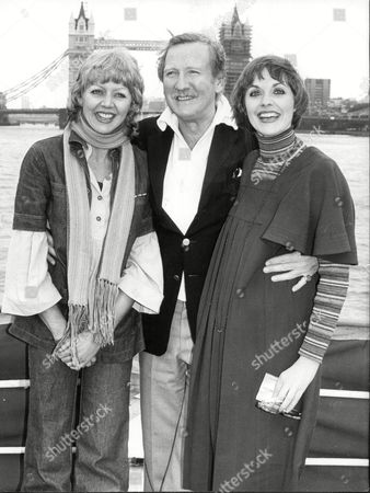 Actor Leslie Phillips With Actresses Angela Scoular (r) And Carol Hawkins (l).