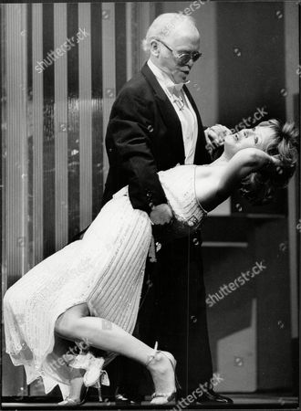 Charlie Drake And Angharad Rees Rehearse For The Royal Variety Show. - Actor And Comedian Charlie Drake Died 12/06.