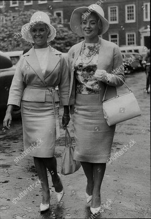 Vera Day Actress At Divorce Court With Fellow Actress Sandra Dorne 1961.