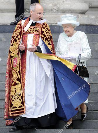 The Very Reverend David Ison and Queen Elizabeth II