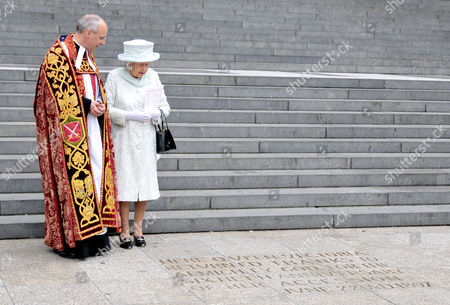 Queen Elizabeth II with The Very Reverend David Ison being shown an inscription to celebrate The Diamond Jubilee of Queen Victoria