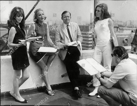 Editorial picture of L-r: Marianne Stone Sylvia Syms Peter Barkworth Pamela Ann Davy And In The Foreground Producer Jim Hodgetts.